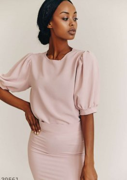 Розовый костюм из юбки и блузы