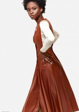 Эффектный кожаный сарафан
