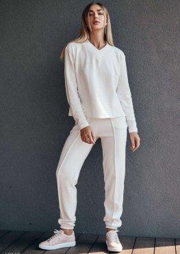 Белый костюм с рельефными швами