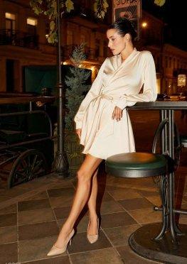 Кремовое шелковое платье на запах