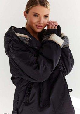 Теплая черная куртка с капюшоном