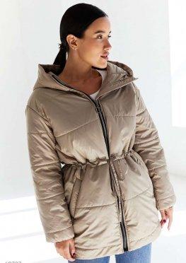 Куртка с затяжкой в поясе бежевого цвета
