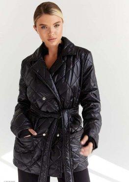 Короткая стеганная куртка черного цвета