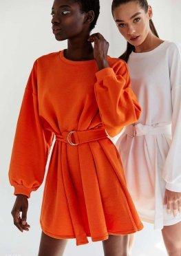 Оранжевое платье с поясом