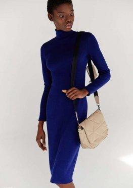 Синее трикотажное платье миди