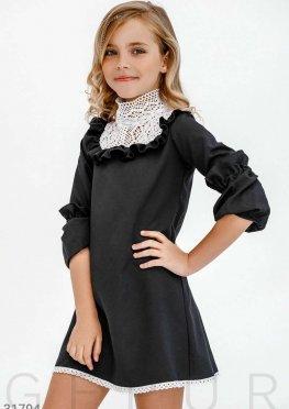 Классическое платье с кружевом