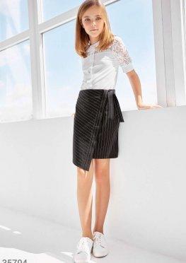 Строгая черня юбка в полоску на запа?х