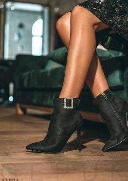 Замшевые ботинки на шпильке