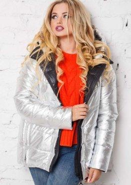 Женская стильная демисезонная куртка серебряного цвета