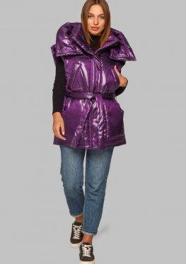 Фиолетовый жилет с поясом и капюшоном в модном фасоне