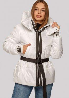 Белая молодежная куртка со съемным поясом и трикотажными манжетами