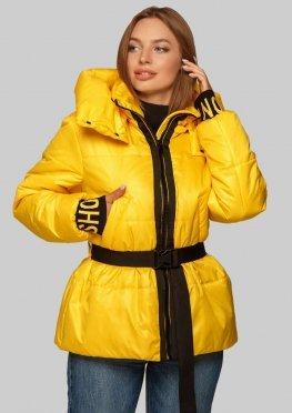 Желтая модная куртка в молодежном стиле с трикотажными манжетами