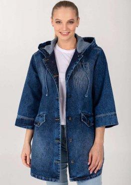 Демисезонная женская джинсовая куртка-ветровка на пуговицах с аппликацией