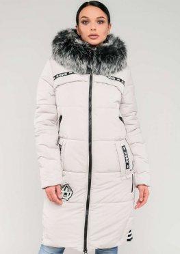 Женская длинная зимняя куртка с мехом белого цвета