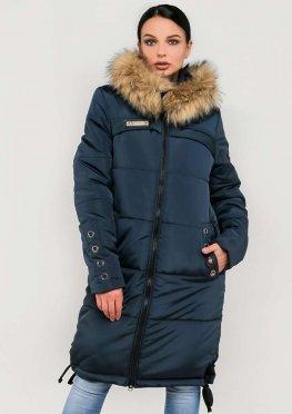Женская длинная зимняя куртка с мехом синего цвета