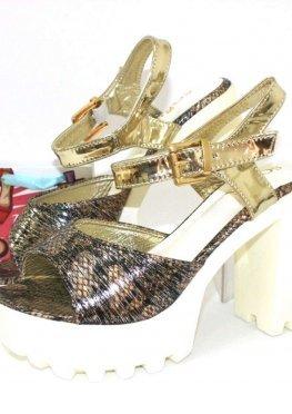 Стильные модельные босоножки на каблуке