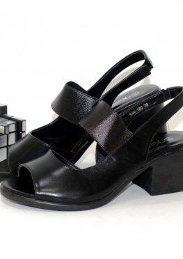 Босоножки на среднем каблуке