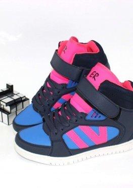 Удобные спортивные ботинки