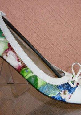 Балетки лаковые с цветочным принтом