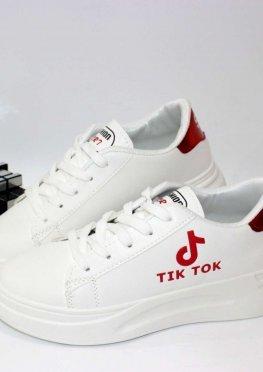 Белые кроссовки с красным задником