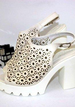 Стильные босоножки на каблуке
