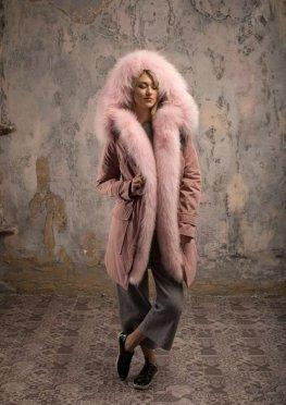 Парка  с розовым мехом енота-альбиноса розовая