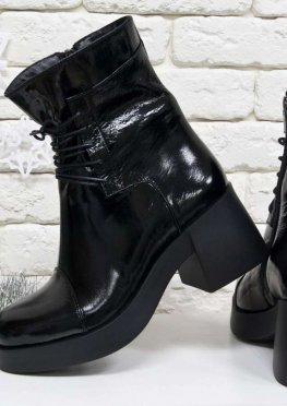 Нарядные Ботинки на шнурках в черной лаковой коже на устойчивом, не высоком каблуке черного цвета
