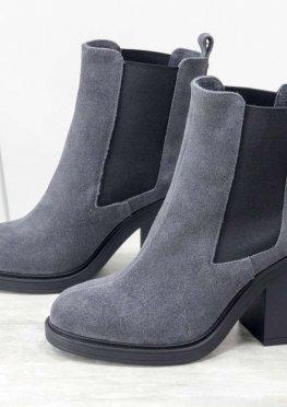 Практичные замшевые ботинки челси свободного одевания темно-серого цвета