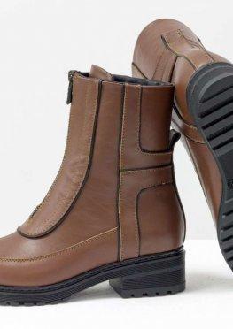 Модные высокие дизайнерские ботинки из натуральной кожи светло-коричневого цвете и отделкой из черной коже на утолщенной подошве на невысоком каблуке, Б-1821-07