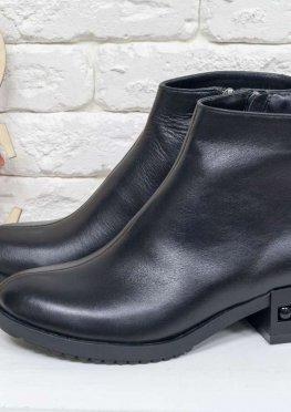 Классические кожаные ботинки черного цвета