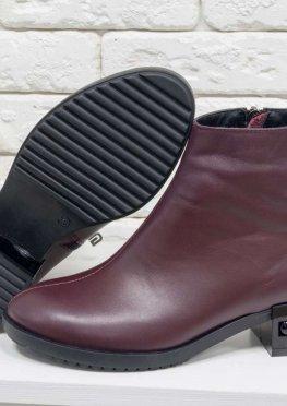 Классические кожаные ботинки в стиле Chanel красивого бордового цвета