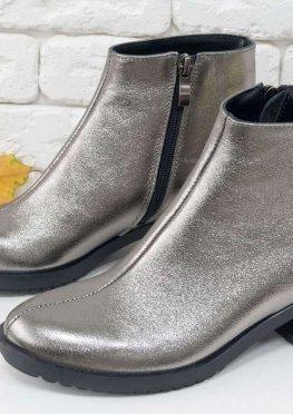 Классические кожаные ботинки в стиле Chanel красивого блестящего серебряного цвета