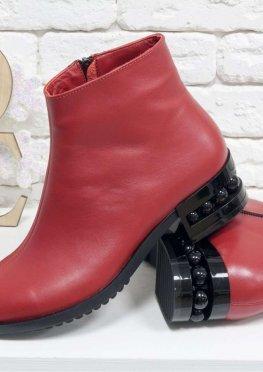 Классические кожаные ботинки в стиле Chanel ярко-красного цвета