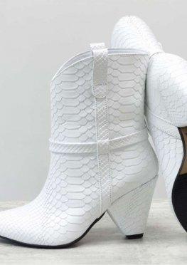 Новинка этого сезона - стильные сапоги казаки из натуральной кожи белого цвета