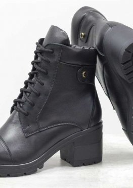 Классические ботинки черного цвета