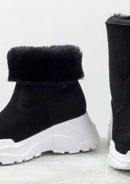 Яркие женские ботинки, типа UGG, из натуральной замши и меха овечки черного цвета