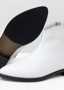 Стильные ботинки с удлиненным носиком из эксклюзивной итальянской кожи белого цвета