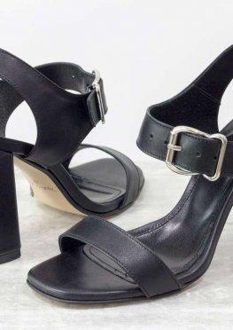 Стильные женские босоножки на каблуке, из итальянской кожи черного цвета
