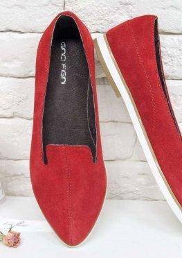 Туфли из натуральной замши красного цвета