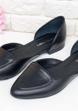 Кожаные облегченные туфли-лодочки с удлиненным носиком на низком ходу черного цвета