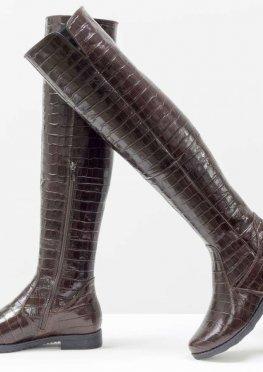 Высокие эксклюзивные ботфорты из натуральной лаковой кожи коричневого цвета