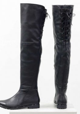 Высокие ботфорты из натуральной гладкой кожи черного цвета