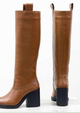 Высокие сапоги свободного одевания из натуральной кожи флотар рыжего, на невысоком и устойчивом каблуке