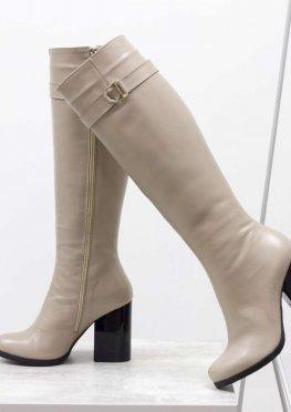 Высокие сапоги для женщин из гладкой натуральной кожи бежевого цвета