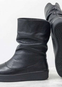 Удобные заниженные сапожки из натуральной кожи флотар черного цвета