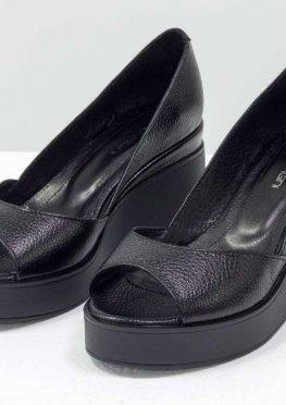 Летние Туфли на танкетке с открытым носиком, из натуральной кожи флотар черного цвета