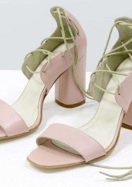 Экстравагантные кожаные босоножки с высокой шнуровкой розового цвета