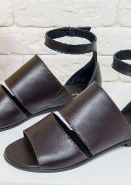 Сандалии на низком ходу из натуральной кожи красивого коричневого цвета