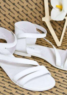 Босоножки из натуральной кожи белого цвета