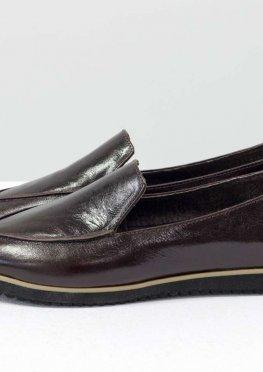 Легкие туфли без подклада из натуральной лаковой кожи коричневого цвета